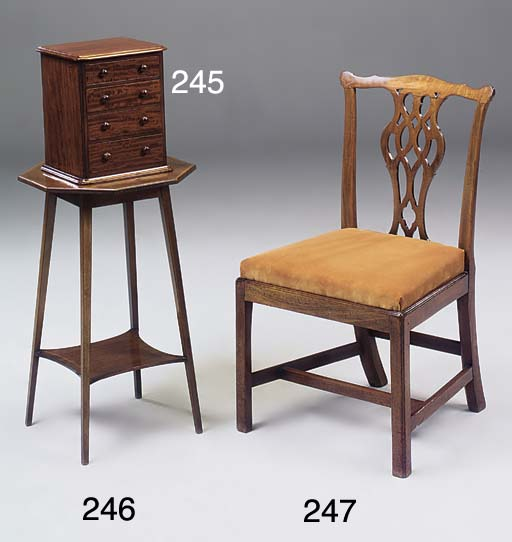 A MAHOGANY DINING CHAIR