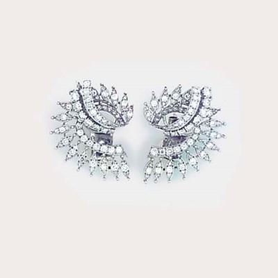 A pair of diamond scrolling sp