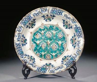 An Iznik pottery dish, late 16