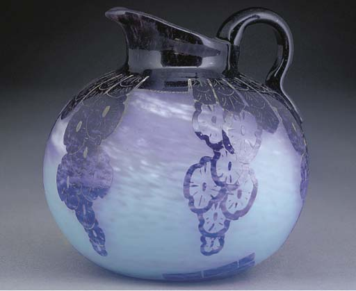 'Décor Draperie' a cameo glass