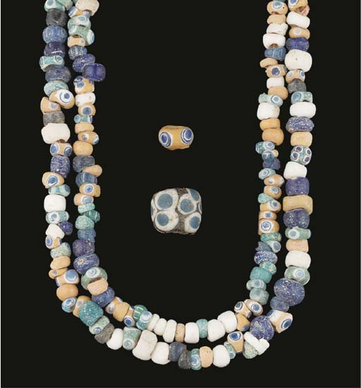 A GLASS 'EYE' BEAD NECKLACE