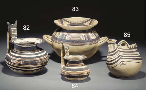 A DAUNIAN POTTERY JAR
