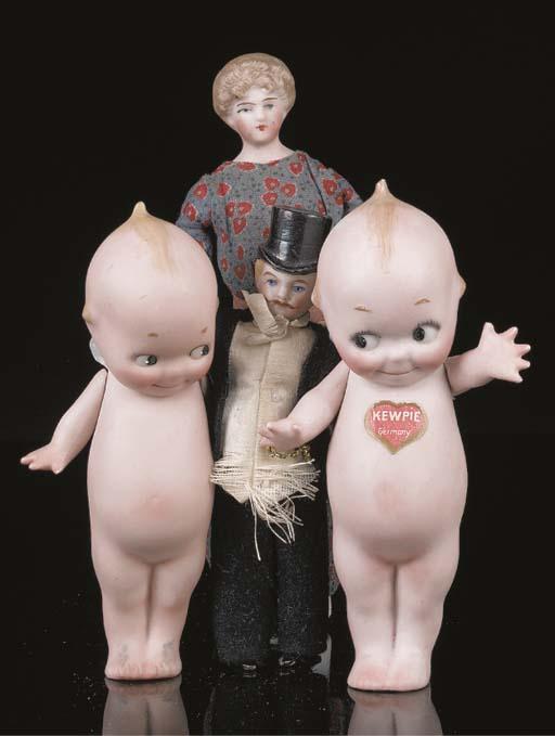 A bisque shoulder head dolls'