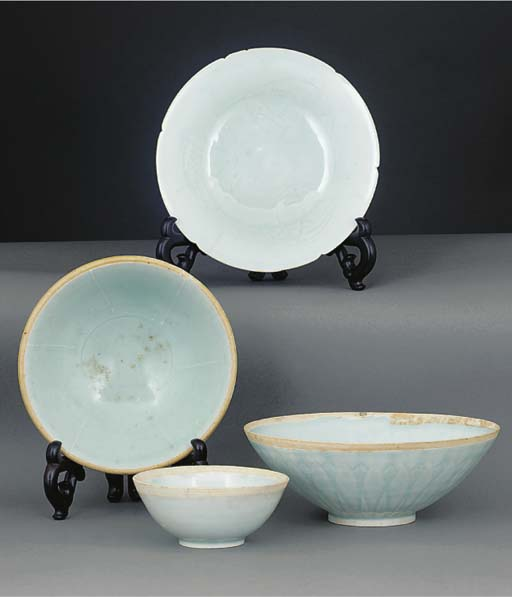 Three yingqing footed pottery