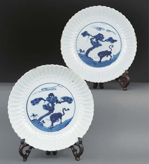A pair of blue and white dishes, Wanli