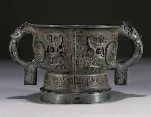 A bronze ritual food vessel, (Gui), Western Zhou