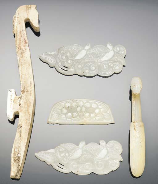 A calcified jade belthook, war