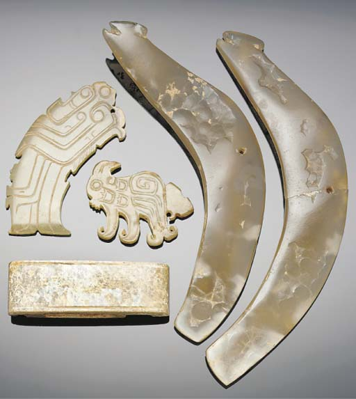 A pair of agate pendants, warring states