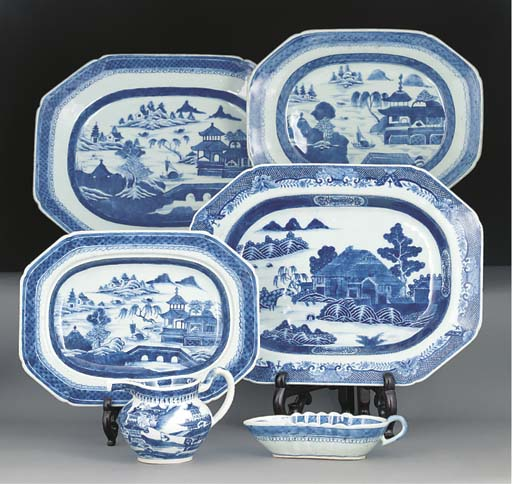 A blue and white meatdish, 18t