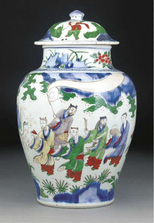 A wucai ovoid vase vase and co