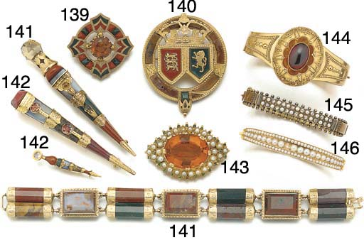 """Two pieces of 19th century gold mounted """"Scottish Pebble"""" jewellery,"""