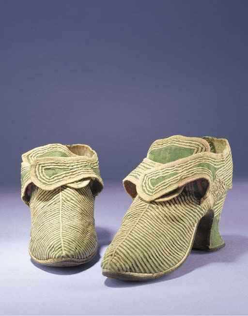 A pair of lady's shoes, of mos