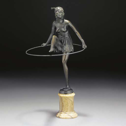 'Hoop Girl' a patinated bronze