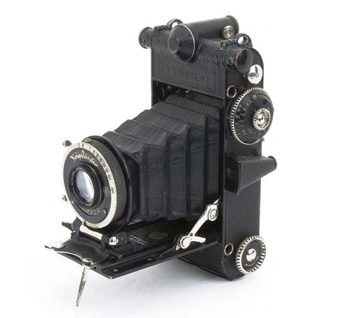 Prominent camera no. D963742