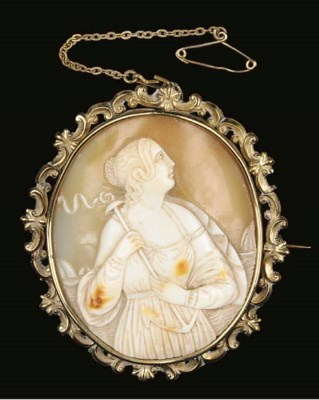 A 19TH CENTURY CAMEO BROOCH