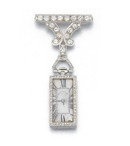An American diamond set pendan