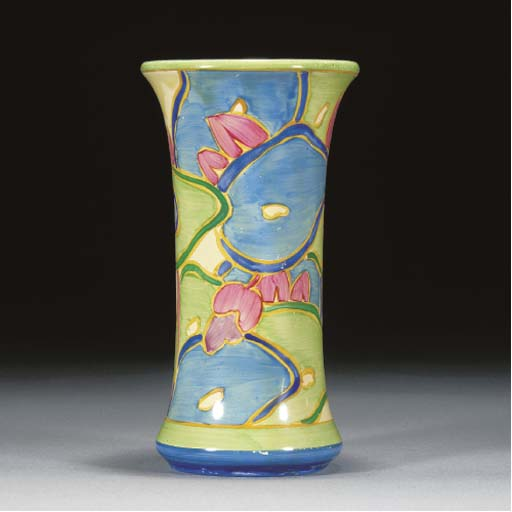 A BLUE CHINTZ VASE