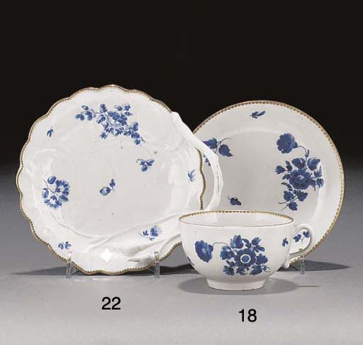 A Worcester 'dry-blue' tea cup