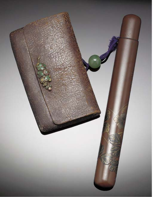 A lacquer pipe case with attac