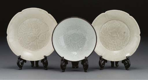A pair of Song cream glazed fl