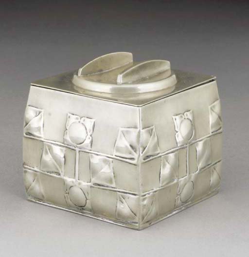 An English Pewter Biscuit Barr