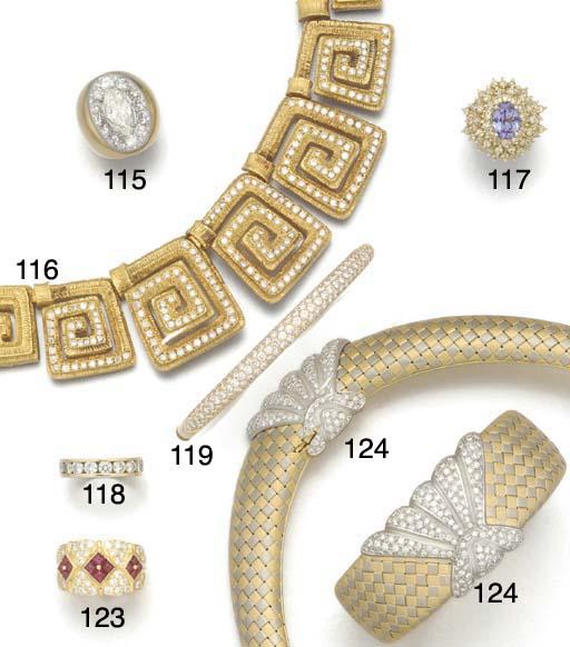 A diamond decorated Greek Key