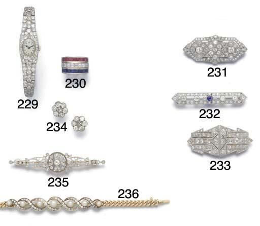 A lady's pavé diamond bracelet