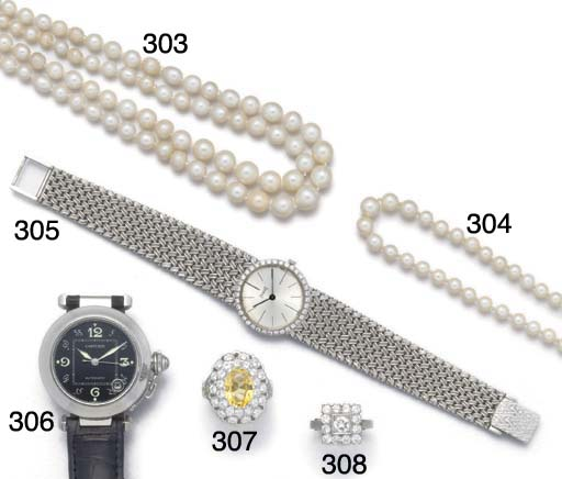 A pearl necklace with diamond