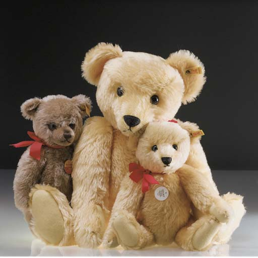 A Steiff Replica 1909 teddy be