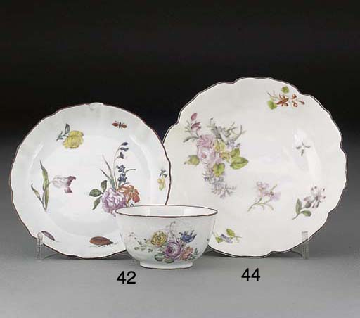 A Chinese porcelain teabowl an