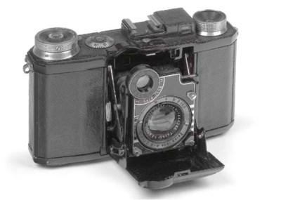 Super Nettel camera
