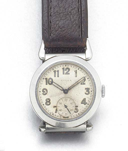 A STAINLESS STEEL WRISTWATCH R