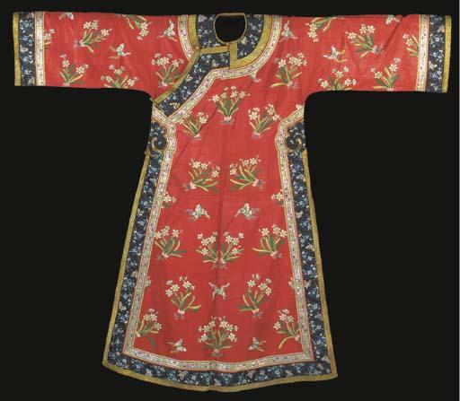 An informal robe of scarlet si