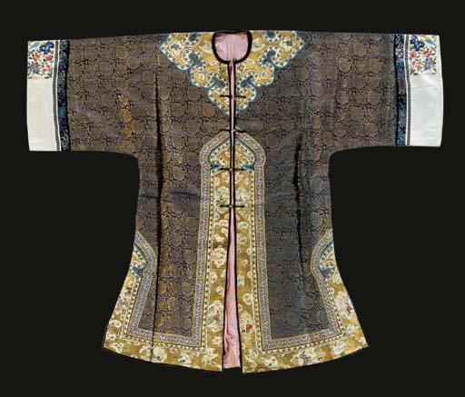 An informal robe of gilt broca