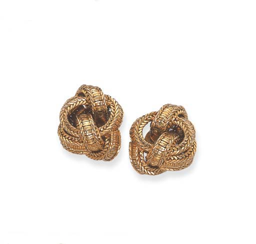 A PAIR OF GOLD KNOT EAR CLIPS,