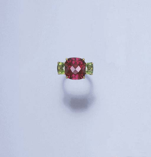 A RUBELLITE AND PERIDOT RING,
