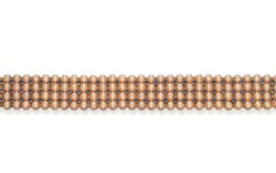 A SAPPHIRE AND GOLD BRACELET