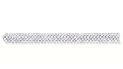 A FLEXIBLE DIAMOND BRACELET