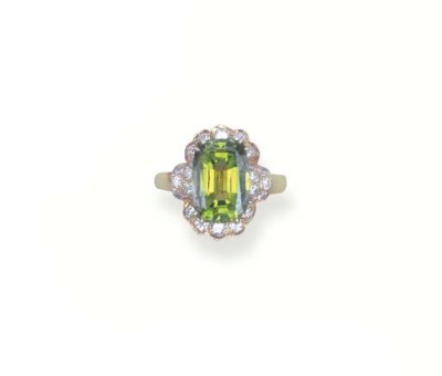 A TSAVORITE GARNET AND DIAMOND