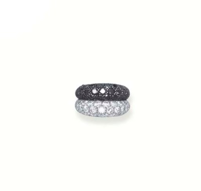 A BLACK AND WHITE DIAMOND RING
