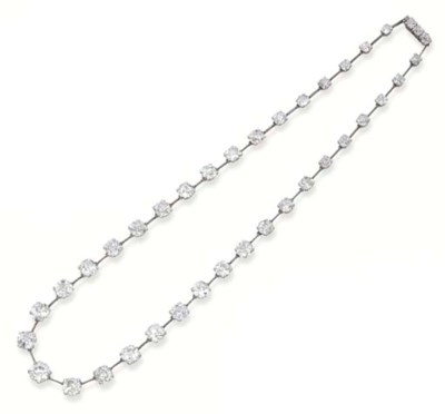 AN ANTIQUE DIAMOND NECKLACE, B