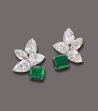 AN EXQUISITE PAIR OF EMERALD A