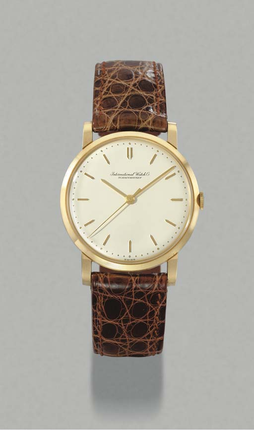 IWC. An 18K gold wristwatch with sweep centre seconds
