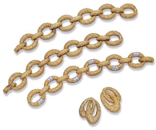 AN 18K GOLD SET, BY VAN CLEEF