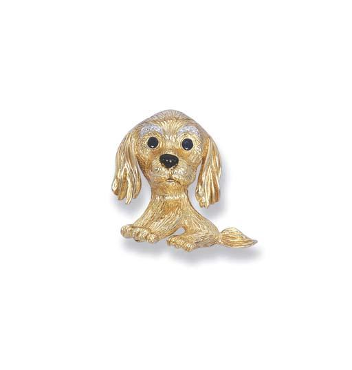AN 18K YELLOW GOLD DOG BROOCH,