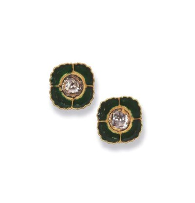 A PAIR OF INDIAN DIAMOND AND E