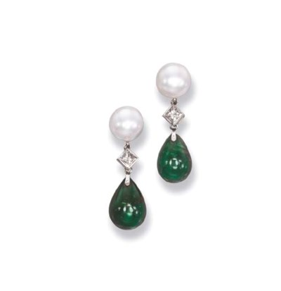 A PAIR OF EMERALD AND CULTURED