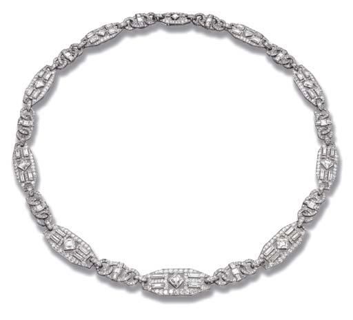AN ART DECO DIAMOND NECKLACE