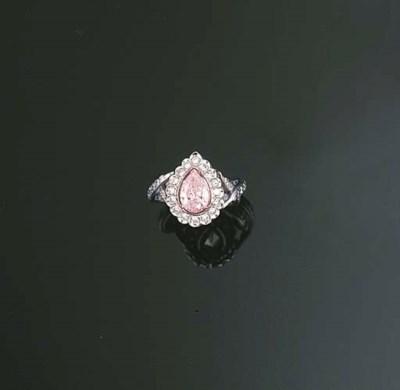 A PINK DIAMOND AND DIAMOND RIN