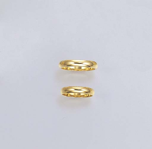 A PAIR OF 18K GOLD WEDDING BAN
